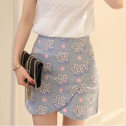 Skirt322 กระโปรงป้ายซิปหลังผ้ายีนส์นิ่มลายดอกไม้โทนสีฟ้า งานน่ารักผ้าเนื้อดี แมทช์กับเสื้อได้หลายแบบ