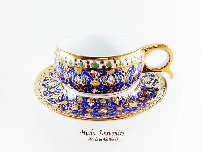 ของที่ระลึก แก้วกาแฟเบญจรงค์ หูกรรไกร ลวดลายดอกไม้ โทนสีน้ำเงิน ลายเนื้อนูนเคลือบผิวเงา สินค้าพร้อมส่ง (ราคาไม่รวมกล่อง)