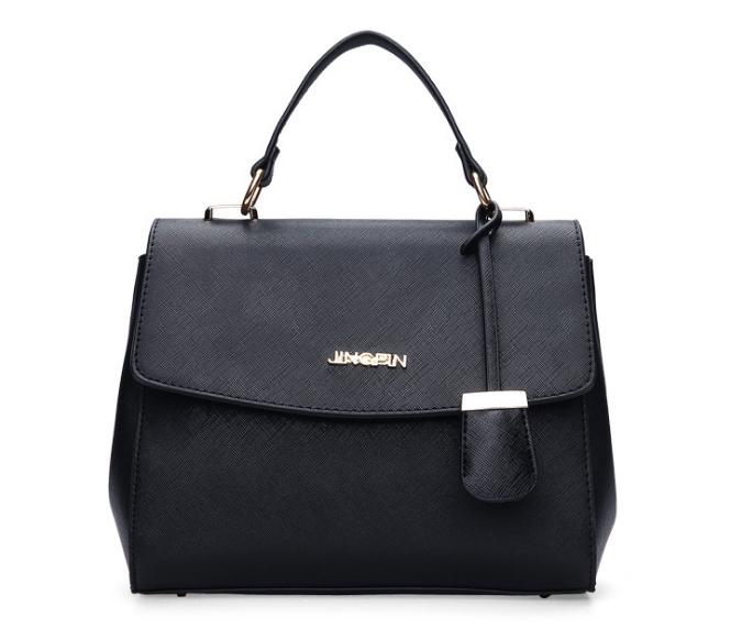 [ พร้อมส่ง Hi-End ] - กระเป๋าถือ/สะพาย ใบกลางๆ สีดำคลาสสิค ดีไซน์สวยเรียบหรู ดูดี งานหนัง saffiano คุณภาพดีคุ้มค่า