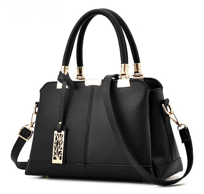 [ พร้อมส่ง ] - กระเป๋าแฟชั่น ถือ/สะพาย สีดำคลาสสิค ใบกลางๆ ทรงตั้งได้ ดีไซน์สวยเรียบหรู ดูดี งานหนังคุณภาพ ช่องใส่ของเยอะ