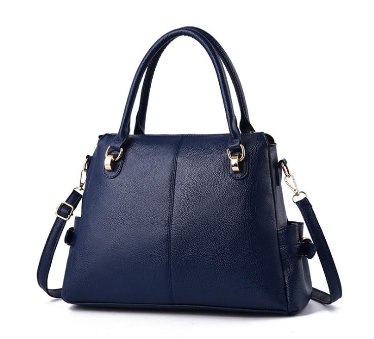 [ พร้อมส่ง ] - กระเป๋าถือ/สะพาย สีน้ำเงิน ทรงหมอน ดีไซน์สวยเก๋เท่ๆ ดูดี งานหนังสวยค่ะ