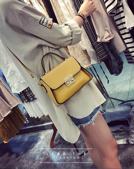 [ Pre-Order ] - กระเป๋าแฟชั่น ถือ/สะพาย สีเหลือง ทรงสี่เหลี่ยม ใบเล็กกระทัดรัด ดีไซน์สวยเรียบหรู ดูดี งานหนังคุณภาพ คุ้มค่าการใข้งาน