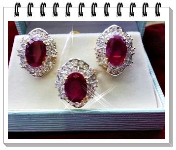 ชุดแหวน และ ต่างหูทับทิม พร้อมกล่องหลุยส์