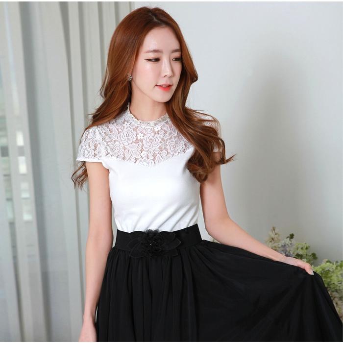 เสื้อยืดไซส์ใหญ่ สีขาว/สีชมพู แขนลูกไม้ในตัว แต่งช่วงไหล่ด้วยผ้าลูกไม้ติดไข่มุก (XL,2XL,3XL)