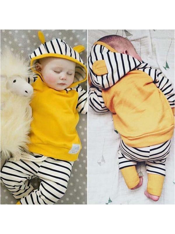 ชุด 2 ชิ้น เสื้อยืดผ้านิ่มเด้งมีฮูทสีเหลือง + กางเกงลายขวาง