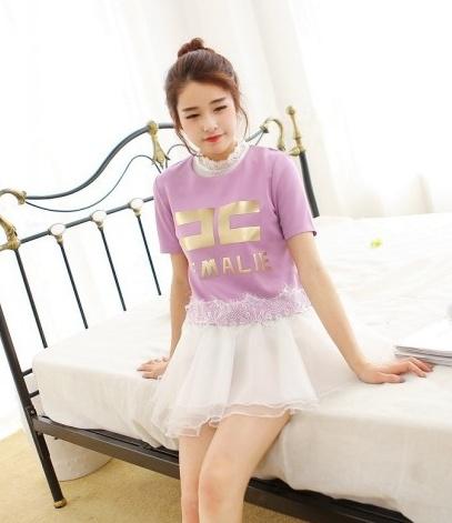 """size L """"พร้อมส่ง""""เสื้อผ้าแฟชั่นสไตล์เกาหลีราคาถูก set 2 ชิ้น ตัวในเป็นเดรสสีขาวแขนกุด คอแต่งลูกไม้ ติดกระดุมหลังคอ1เม็ด ซับในกระโปรง3ชั้น เอวจั๊ม +เสื้อแขนสั้น ซิปหลัง ด้านหน้าสกรีนFEMALIEสีทอง ชายเสื้อแต่งลูกไม้ -สีม่วง"""