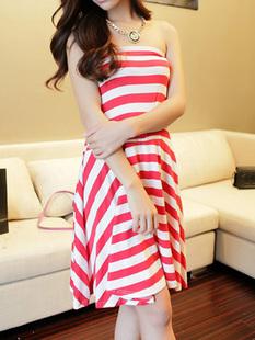 """""""พร้อมส่ง""""เสื้อผ้าแฟชั่นสไตล์เกาหลีราคาถูก เดรสเกาะอกลายขวาง จั๊มด้านหลัง กระโปรงบานๆ ไม่มมีซับใน -สีแดง"""