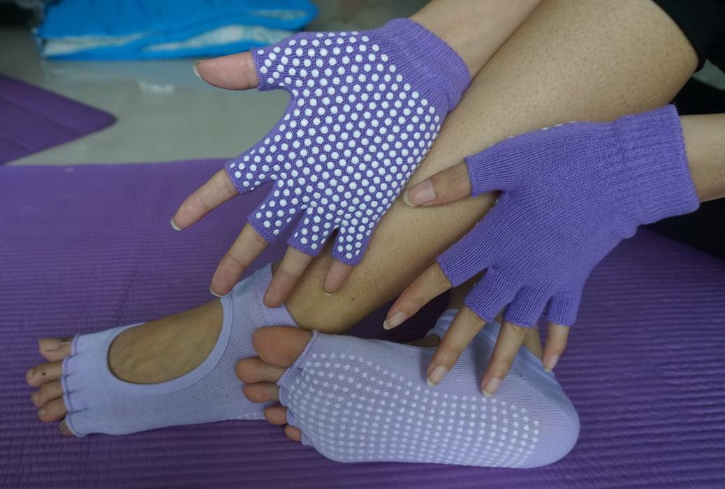 (พรีออเดอร์) ถุงมือ ถุงเท้าโยคะ กันลื่น YKSM30-39