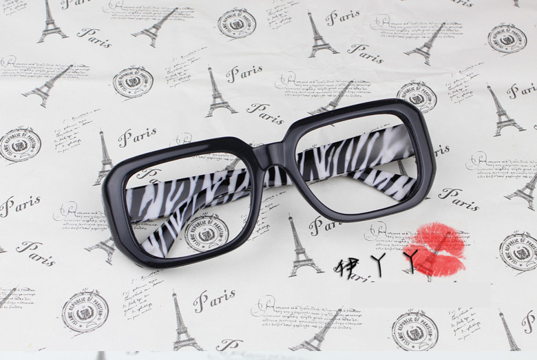 แว่นตาแฟชั่นเกาหลี กรอบดำม้าลาย (ไม่มีเลนส์)