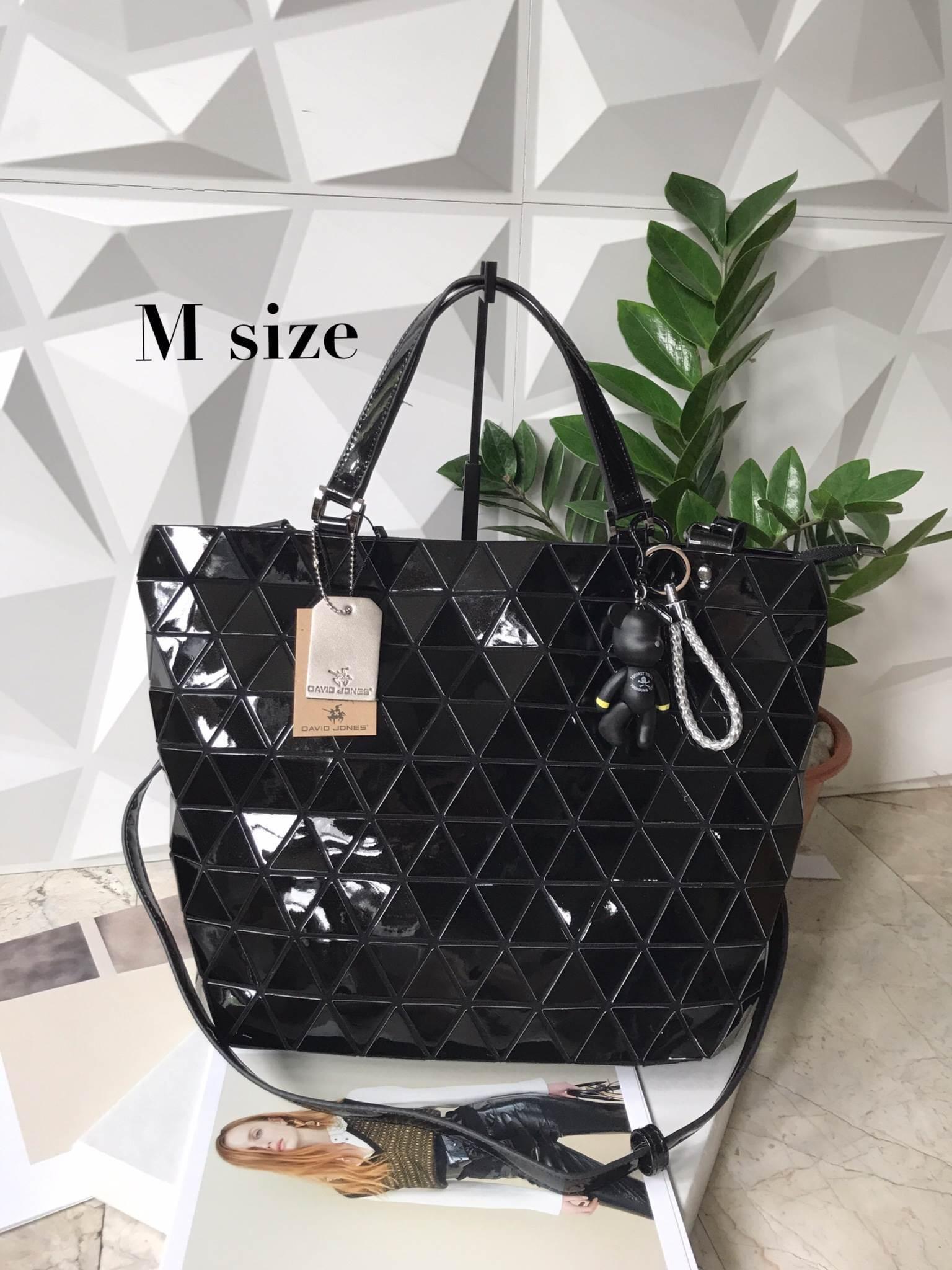 กระเป๋าทรงสุดฮิตSize M สีดำ David Jones มาพร้อมกับพวงกุญแจรุ่นพิเศษ