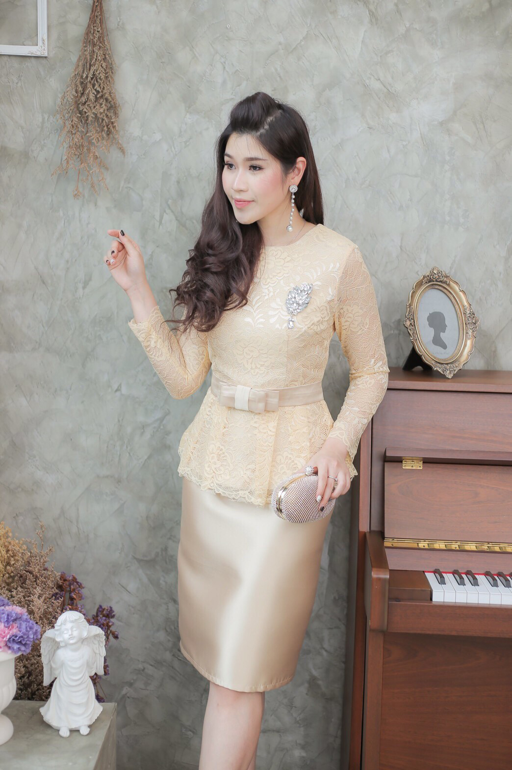 ชุดออกงานราตรีสั้นสีทอง SET เสื้อ-กระโปรง แนวเรียบหรู สวยสง่า