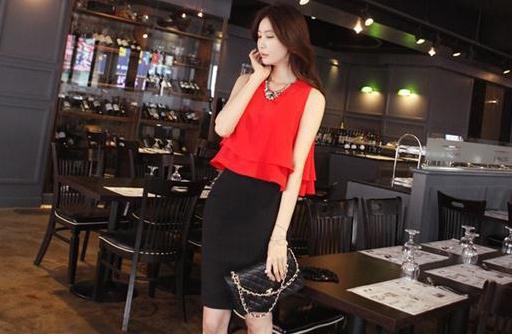 ชุดเชตเสองชิ้นเข้าชุด เสื้อ กระโปรง โทนสีแดง ดำ เรียบๆ ดูดี สไตล์แฟชั่นเกาหลี