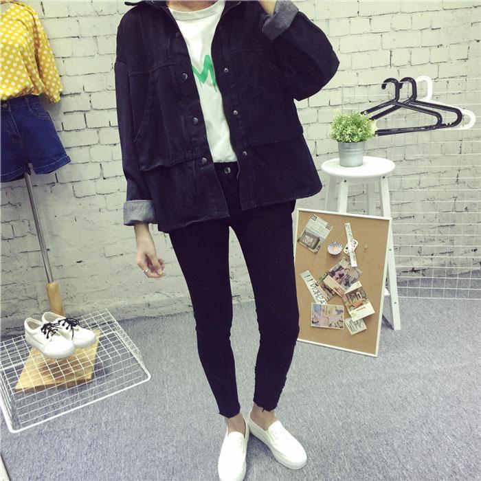 เสื้อยีนส์ผู้หญิง แจ็คเก็ตยีนส์ เสื้อคลุมยีนส์ แฟชั่นสไตล์สตรีท สีดำ หลวมๆ เซอร์เท่ แขนยาว มีกระเป๋า 2 ข้าง คอปก ใส่หลวมๆ Oversized เซอร์ เท่มากๆ เลยจ้า