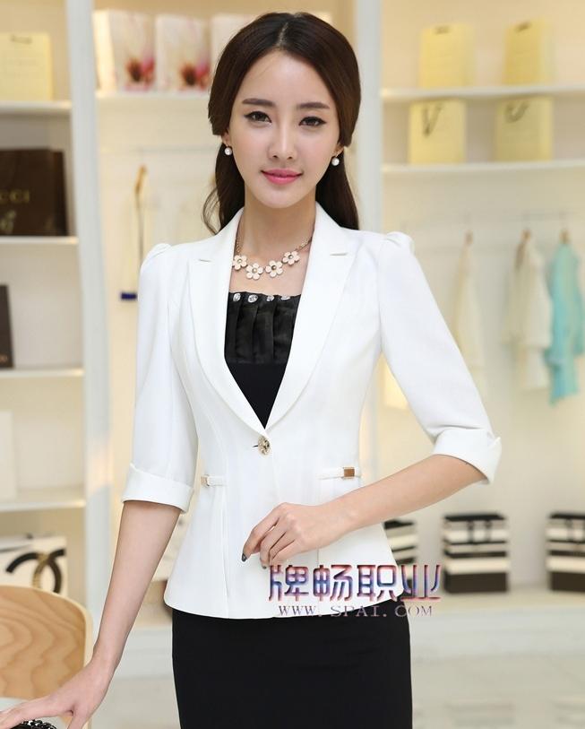 (สินค้าหมด) เสื้อสูทแฟชั่นผู้หญิง เสื้อสูททำงาน สีขาว คอปก ไหล่ยกนิดๆ แขนพับสามส่วน ดีเทลสายรัดช่วงเอว ติดกับตัวชุด เข้ารูป