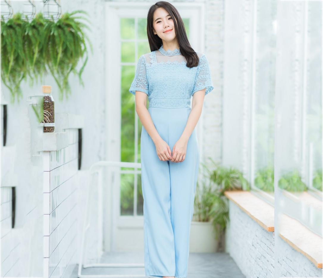 ชุดจั๊มสูทกางเกงขายาวสีฟ้า เสื้อลูกไม้แขนสั้นเย็บต่อด้วยกางเกงขากระบอก : พร้อมส่ง
