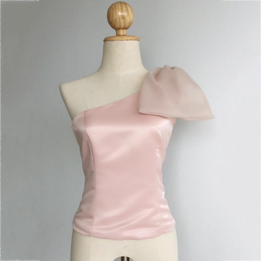 เสื้อออกงานสีชมพู ไหล่เฉียง แต่งโบว์