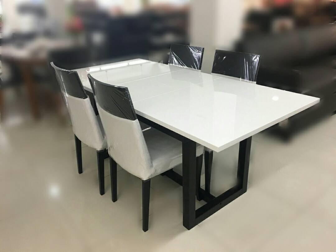 ชุดโต๊ะอาาหาร สไลด์กลางปอเช่ & เก้าอี้โคลเอ้ 4 ตัว