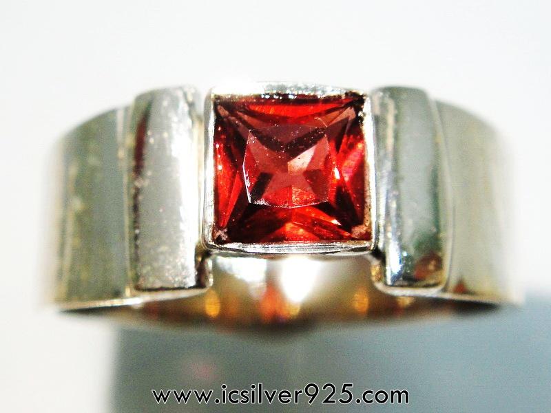 โกเมน แหวนเงินแท้ 925 (แหวนเบอร์ : 56)
