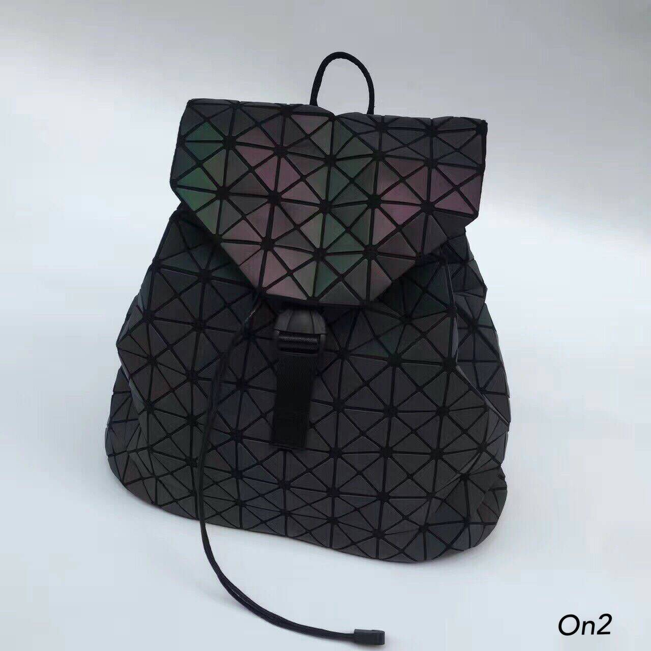 Issey Miyake Backpack แบบใหม่ก็มาคร่าาาGLOW IN THE DARK