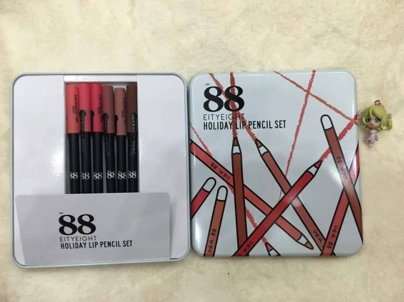 EITYEIGHT • Holiday Lip Pencil Set ในset มี 6 แท่ง