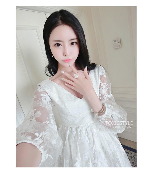 ชุดเดรสลูกไม้คุณหนูสีขาวกระโปรงบานสวยๆ