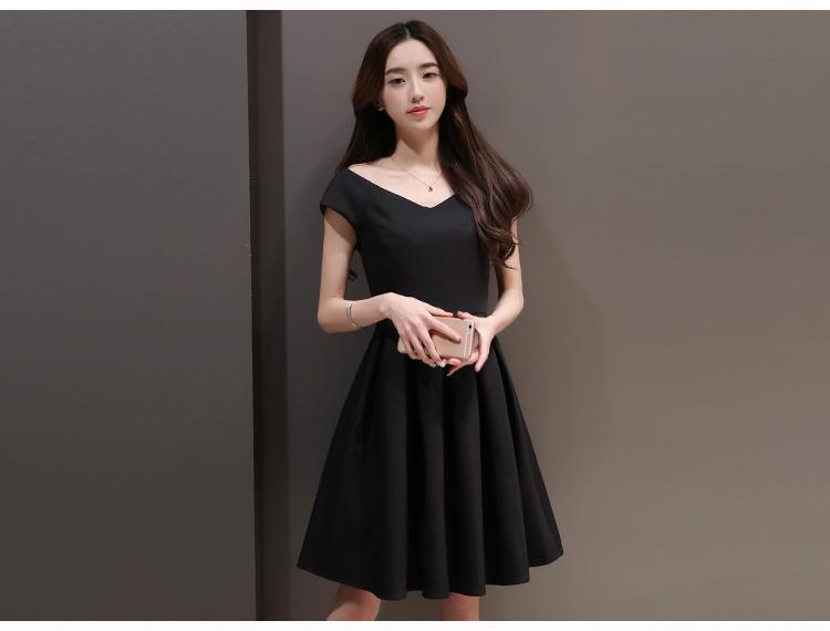 เดรสสีดำ ผ้าดีมากค่ะ หนาและยืดหยุ่นได้ มีน้ำหนักทิ้งตัว แขนกุด ซิปหลัง