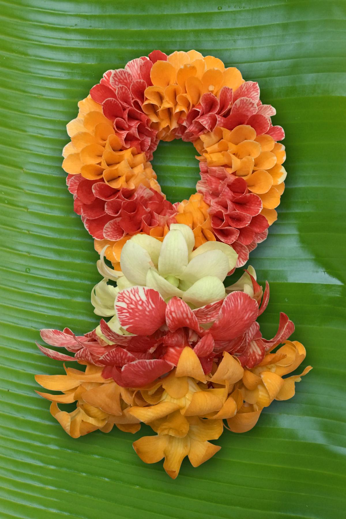 พวงมาลัยดอกไม้สด ขนาดกลาง รหัส 3305