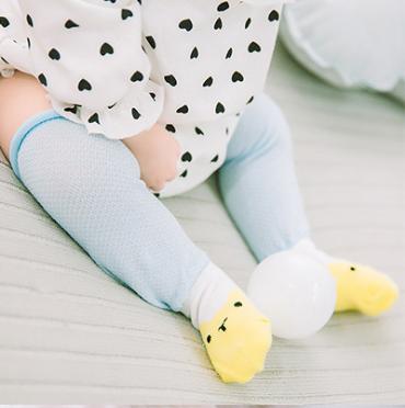 ถุงเท้ายาว สีฟ้า+เหลือง แพ็ค 10 คู่ ไซส์ M (อายุประมาณ 6-12 เดือน)