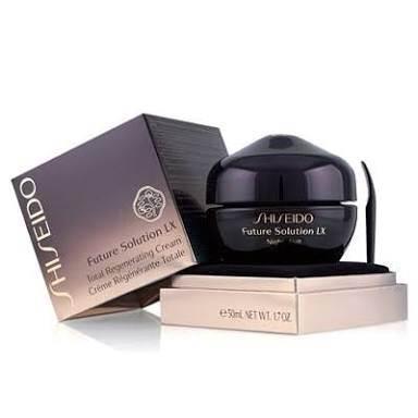 Shiseido Future Solution LX Total Regenerating Cream 2.5 ml. มอยเจอร์ไรเซอร์ประสิทธิภาพสูงสำหรับยามค่ำคืน ที่มอบพลังความสดใสอันเต็มเปี่ยมให้แก่ผิว ช่วยลดเลือนริ้วรอยเส้นบางแลดูเลือนหาย มอบความกระชับดูเนียนเรียบและกระจ่างใส ราวกับเป็นผิวอ่อนเยาว์