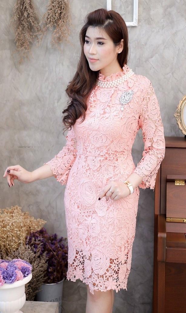 (Size M ) ชุดไปงานแต่งงาน ชุดไปงานแต่งสีโอรส Dress ลูกไม้แขนยาว ชุดทางร้านลูกไม้ฝรั่งเศสเนื้อดีเกรดพรีเมี่ยมที่สั่งทำพิเศษ มีดีเทลที่คอแต่งด้วยมุกรอบคอ ,