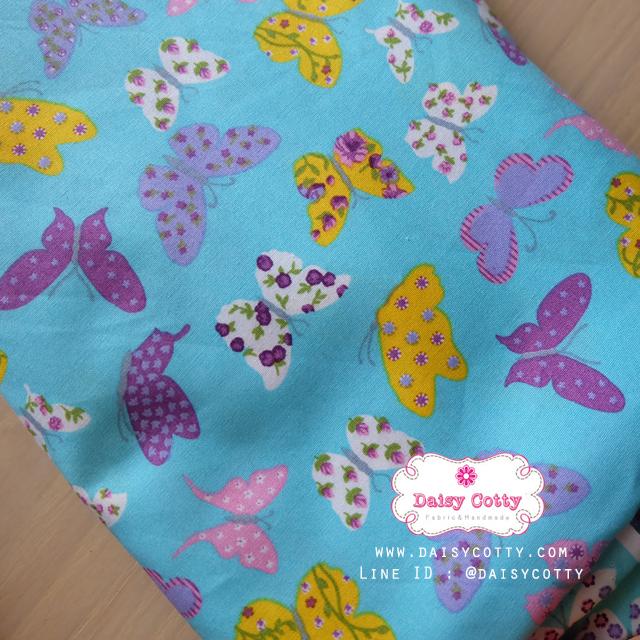 ผ้าคอตตอนไทย 100% 1/4 ม.(50x55ซม.) พื้นสีฟ้า ลายผีเสื้อ