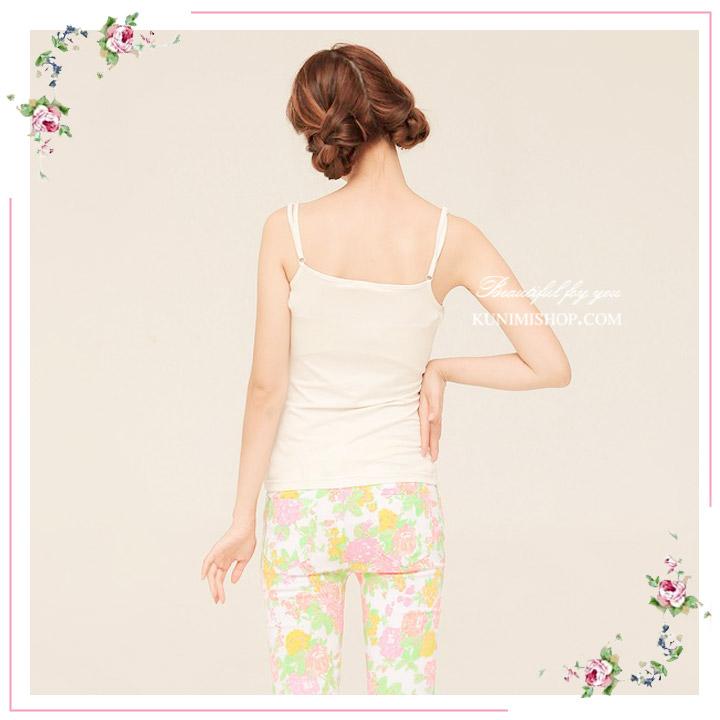 เสื้อกล้าม ซับใน เสื้อช่วงอกประดับด้วยผ้าลูกไม้ หน้าอกเสริมด้วยฟองน้ำ โดยไม่ต้องใส่ชุดชั้นในอีกชั้นให้อึดอัด ช่วงสาย สามารถปรับขนาดที่ต้องการได้ ผ้ายืดใส่สบาย สวย เซ็กซี่มากคะ จะใส่เดี่ยวๆ หรือ จะใส่ชุดกับเสื้อคลุมอีกตัวก็ดูดีคะ ขนาด : FREE SISE ผ้า : ผ้าฝ้ายผสม มี 2 สี : ขาว ดำ