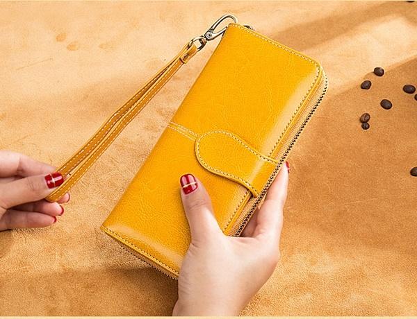 Pre-Order กระเป๋าคลัทช์ หนังแท้ เนื้อมันเป็นเงา สีเหลือง กระเป๋าสตางค์ใบยาว กระเป๋าแฟชั่นเกาหลี กะเป๋าแฟชั่นผู้หญิง สำเนา