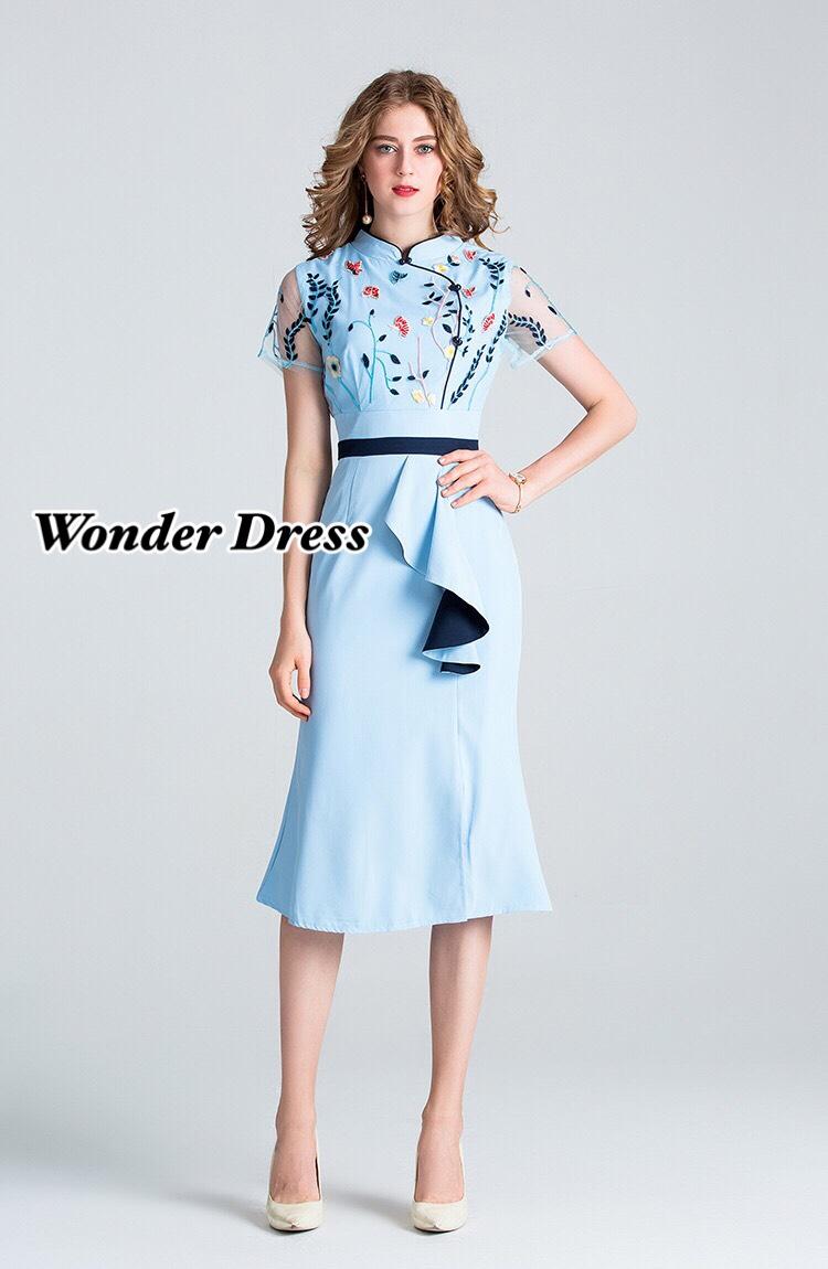 เดรสแฟชั่น เดรสสีฟ้าทรงสวย แต่งด้วยผ้าซีทรูสีฟ้าและปักดอกไม้เล็กๆสีสันสวยงาม