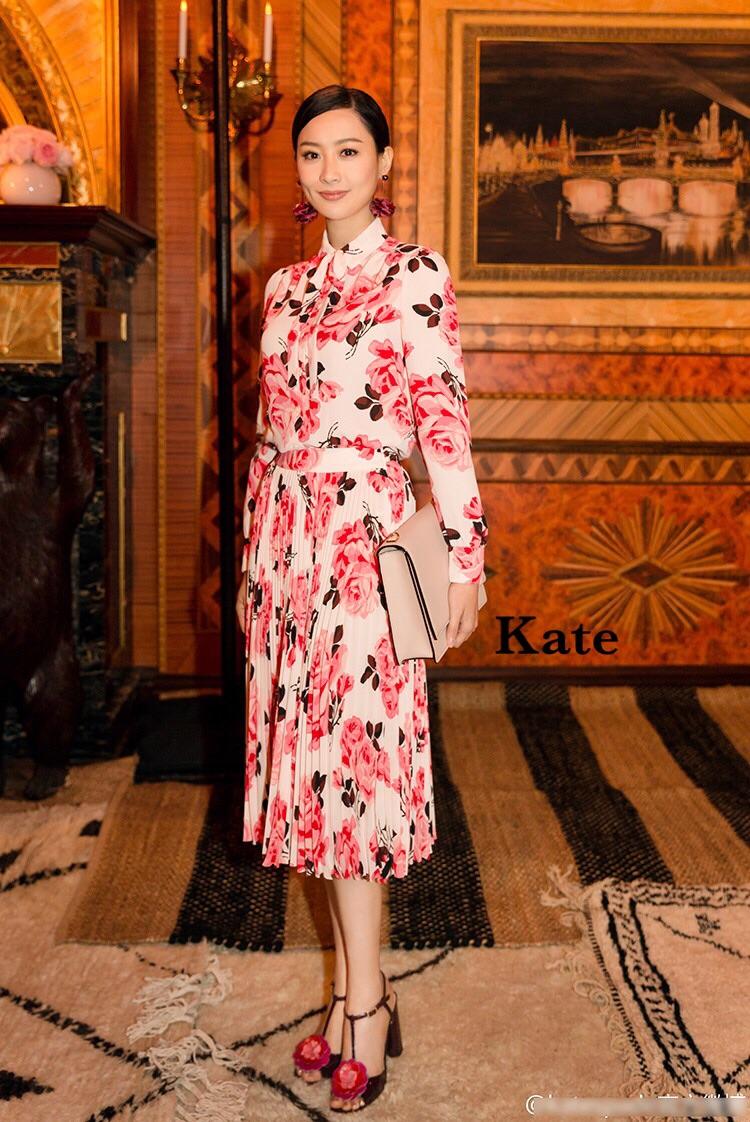 ชุดเซทแฟชั่น ชุดเซต เสื้อ+ กระโปรงเป็นผ้าชีฟองทั้งชุด ลายดอกไม้สีชมพูหวานๆ
