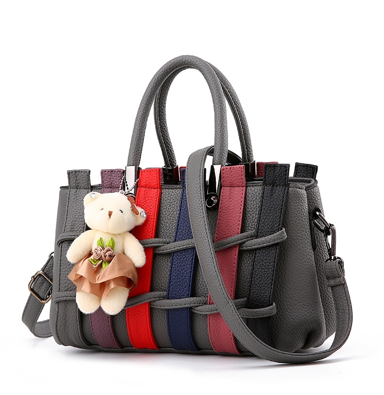 BCYกระเป๋าหนังแฟชั่นเกาหลี สะพายไหล่ ดีเทลลายขัดสานตามภาพ มีน้องหมีตกแต่ง สีเทาเข้ม