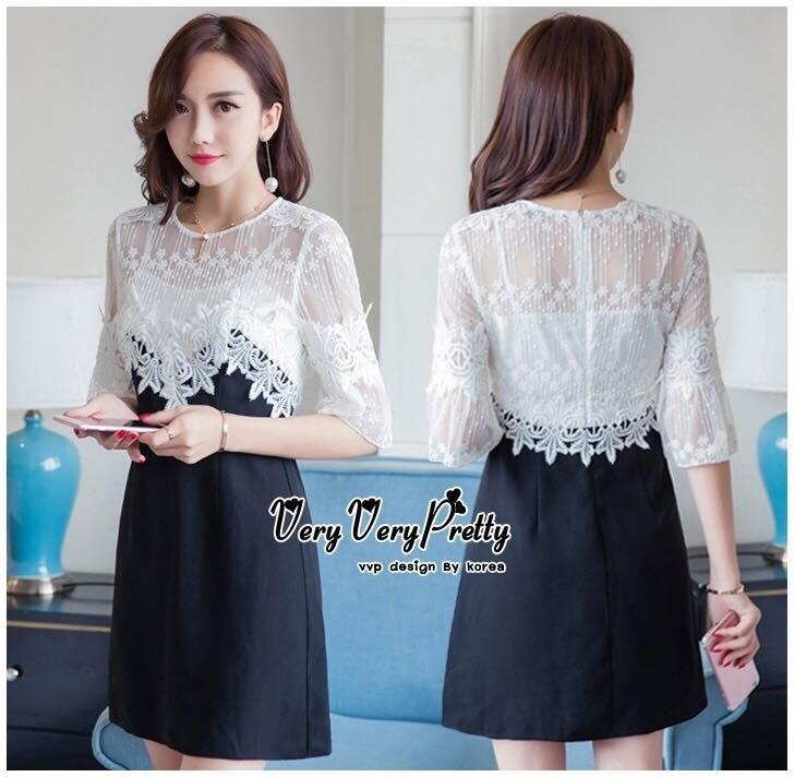 Modern Chic Elegant Fashionable Dress เดรสลูกไม้ผสมกับผ้าดำสไตล์งานแบรนด์ งานน่ารักมากค่ะเป็นแบบทูโทนมี 2 สีผสมกันได้สวยลงตัว ช่วงบนเป็นผ้าลูกไม้สีขาวลายน่ารักแบบโปร่งค่ะ ช่วงลำตัวเป็นผ้าผสมโทนสีดำ ตัดสีกันได้สวยลงตัวมากค่ะ เดรสทรงปล่อย มีซับในสายเดี่ยวเย