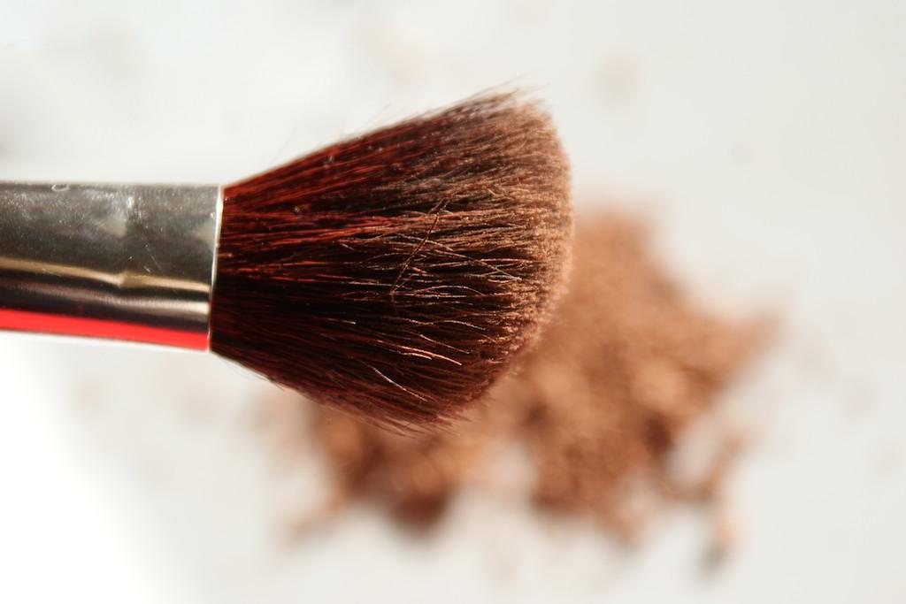 **พร้อมส่ง+ลด 50%**ELF Bronzing Brush ELF 1805