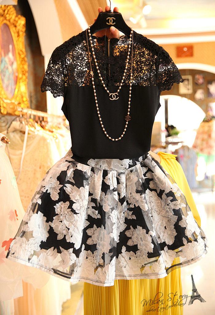 PreOrderไซส์ใหญ่ - เซตคู่เสื้อกระโปรงแฟชั่น ไซส์ใหญ่ คนอ้วน เสื้อแต่งลูกไม้แขนสั้น สีดำ กระโปรงชีฟองพิมพ์ลายสั้นพร้อมซับ สีขาว (แยกชิ้นแยกไซส์ได้)