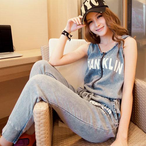 ++สินค้าพร้อมส่งค่ะ++ชุด Jumpsuit กางเกงขายาวเกาหลี ยีนส์ แขนกุด มี Hood พิมพ์อักษรหน้า+หลัง ซิบหน้า เอวรูดเข้าได้ น่ารัก – สี Blue Jeans