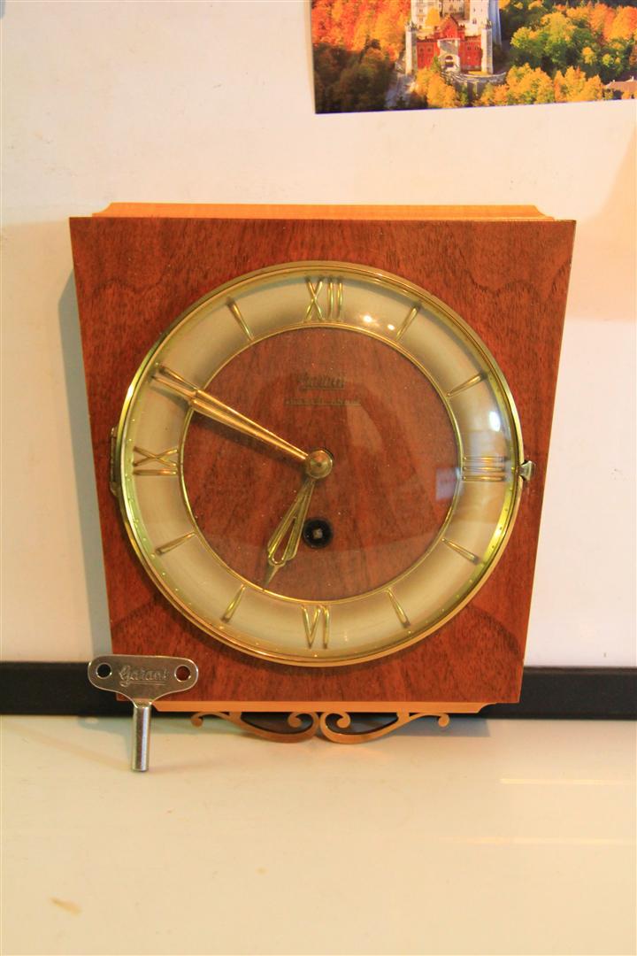 หมายเลข 17. นาฬิกาแขวนฝนัง Garant Schwebeanker Anker