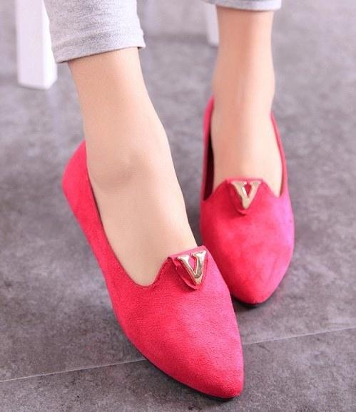 Pre Order - รองเท้าแฟชั่น ปลายแหลม ส้นเตี้ย สี : สีชมพู / สีดำ