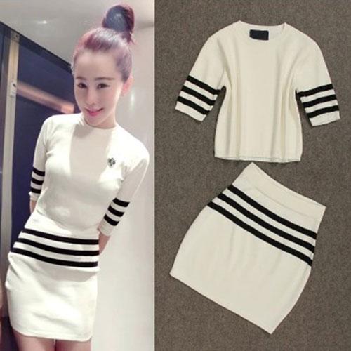 ++สินค้าพร้อมส่งค่ะ++ชุดเซ็ทเกาหลี เสื้อแขนห้าส่วน คอกลม ผ้า knitting เนื้อดี แต่งลายเส้นขอบแขน+กระโปรงสั้นน่ารัก – สีขาว