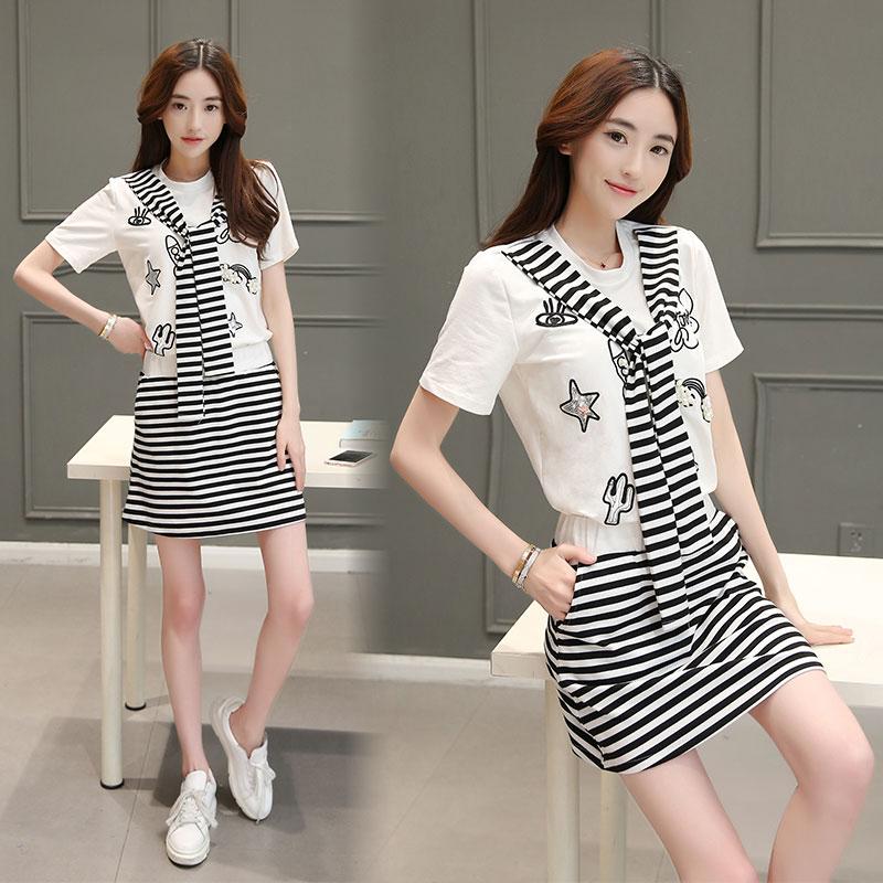 Preorderไซส์เล็ก - เดรสแฟชั่นสไตล์เกาหลี ผ้ายืด สีขาวแต่งลาย กระโปรงเป็นลายม้าลาย