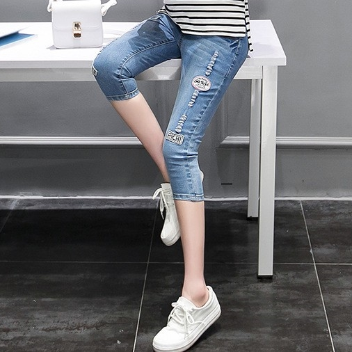 กางเกงยีนส์ขา5ส่วน ผ้ายีนส์ยืดฟอกขาด แนวๆ ผ้านิ่มใส่สบายค่ะ เอวปรับระดับได้ตามอายุครรภ์ น่ารักมากๆค่ะ